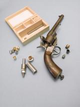 Револьвер М1863 и французский современный набор для снаряжения шпилечных патронов